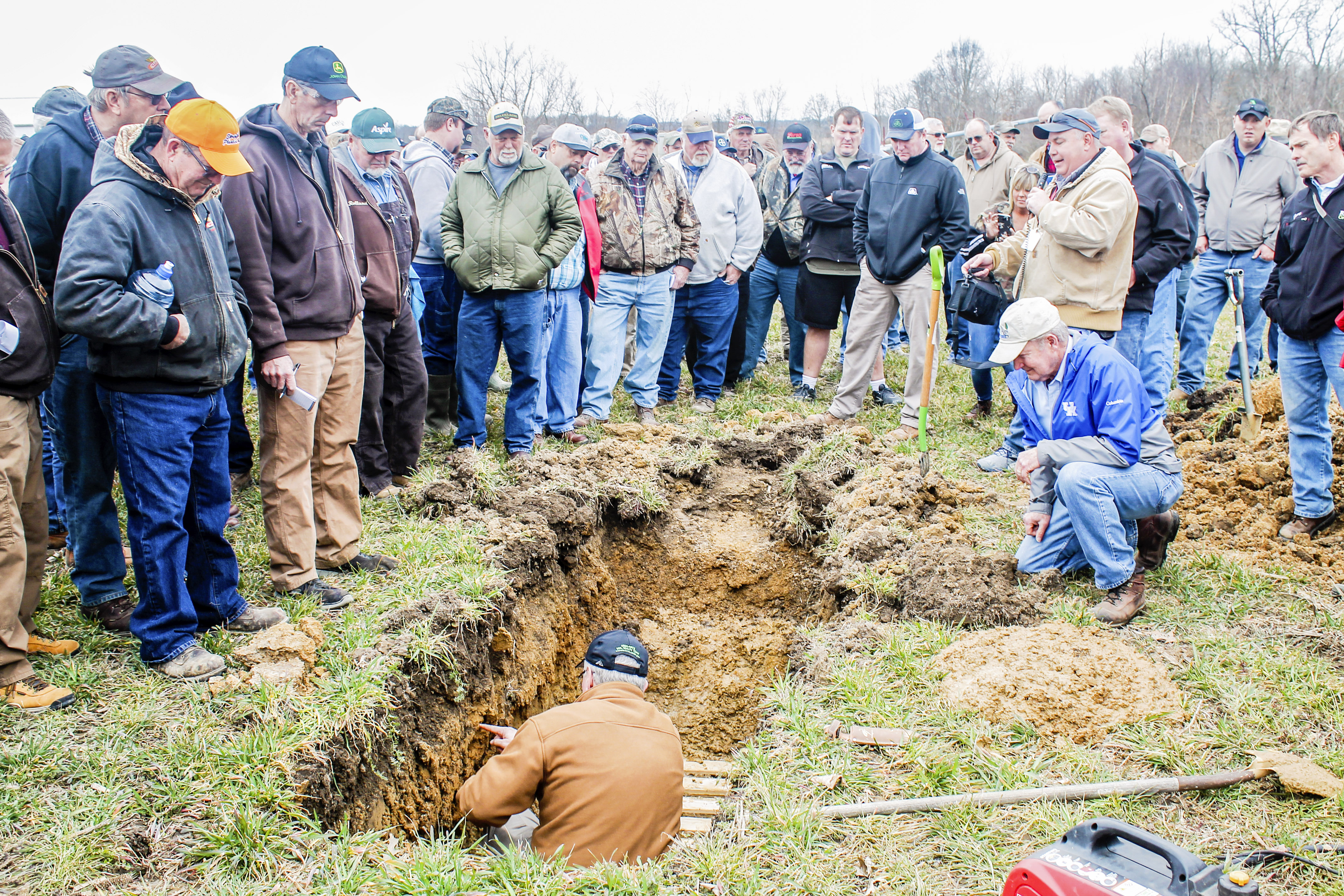 Cover crop field day draws farmers from three states